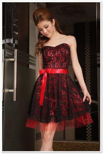 Robe rouge et noir dentelle