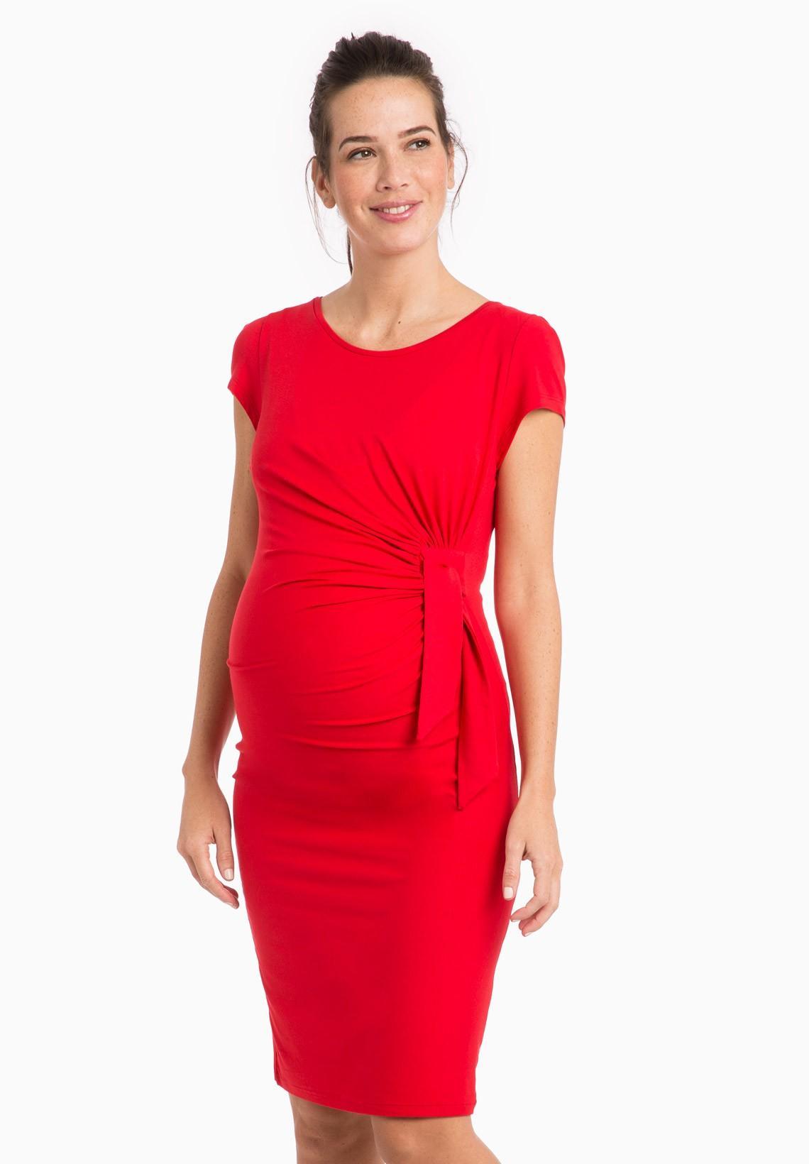 Robe rouge femme enceinte