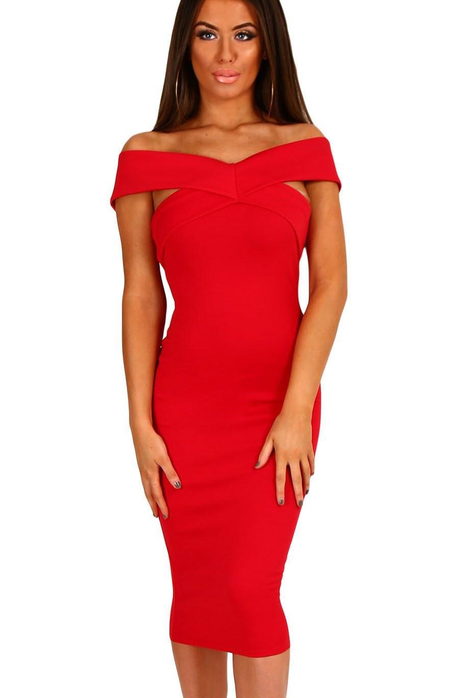 Robe rouge moulante