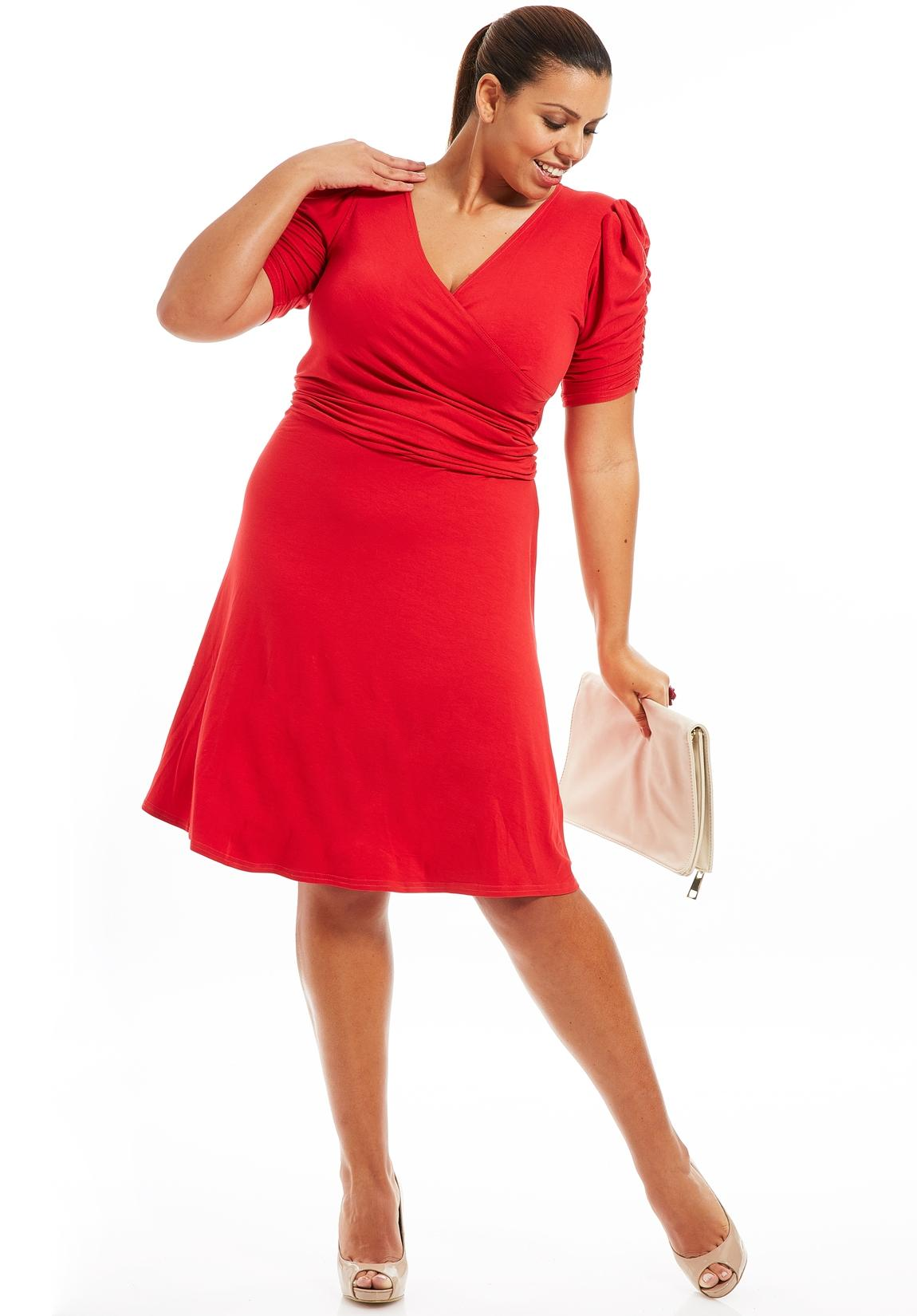 Robe rouge pour femme ronde