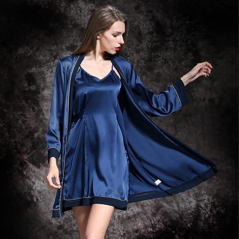 Robe satin bleu nuit