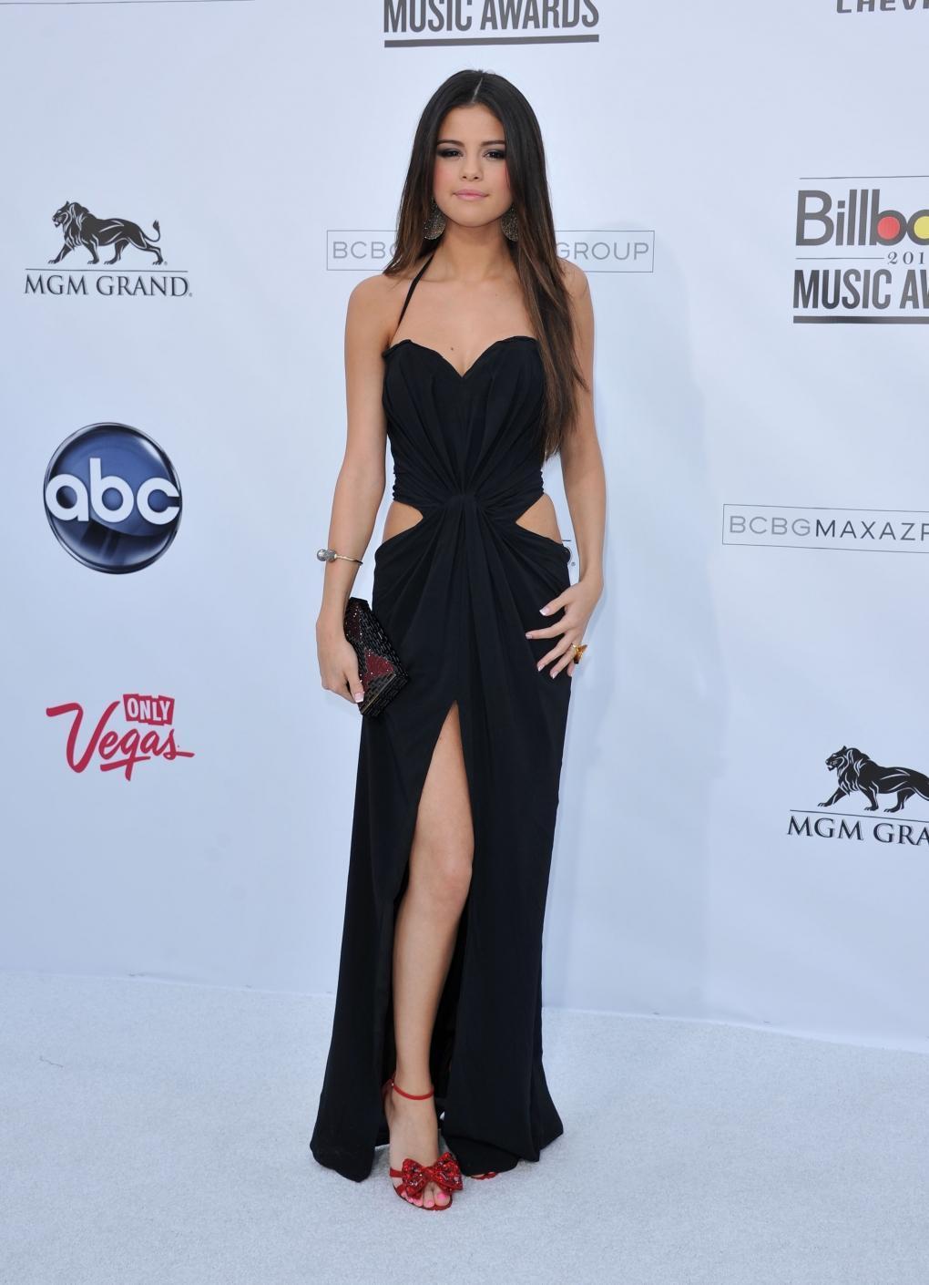 Selena gomez robe noir