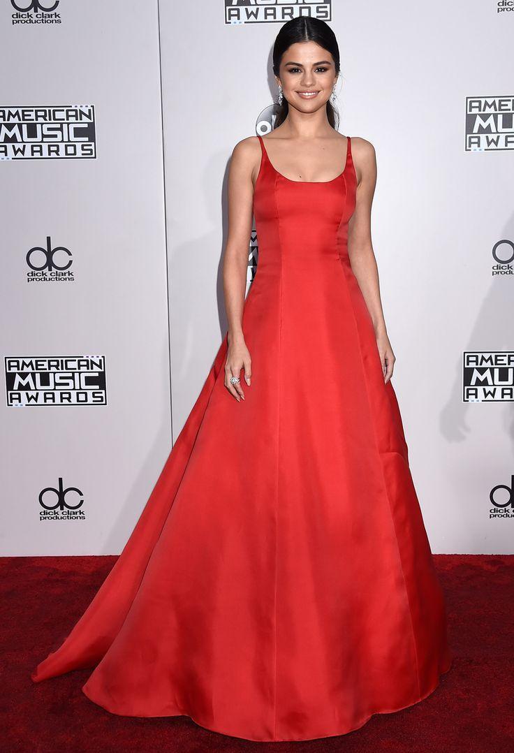 Selena gomez robe rouge