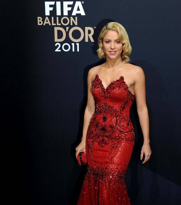 Shakira robe rouge