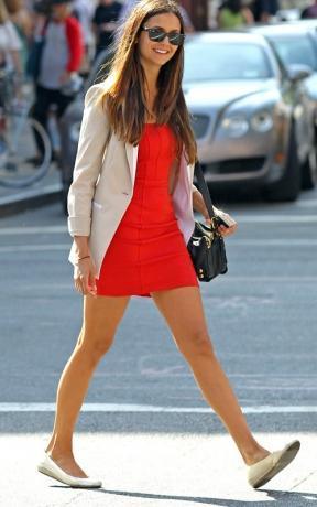 Veste avec robe rouge